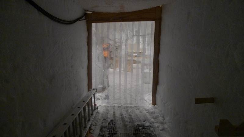 Entrance from the drill hall to the science trench<br /> <br /> Photo: Sepp Kipftstuhl