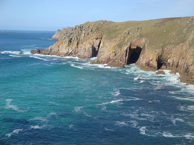 Sadly, we had to leave the shark, because time was pressing and we planned to walk about 10 km around the very south-west tip of the UK, to Land's End - the western-most point.