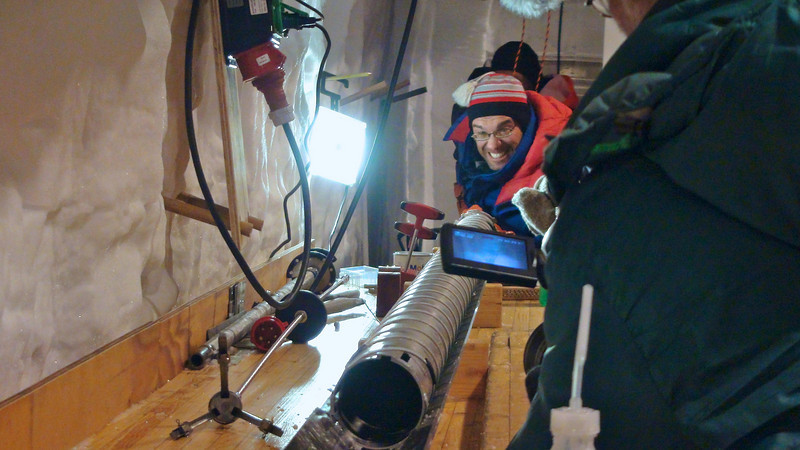Pushing the ice core out of the drill<br /> <br /> Photo: Kenji Kawamura