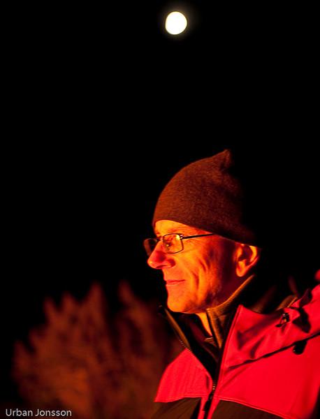 Ulf med mångubben i bakgrunden