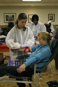 An American Red Cross worker assists a donor from the Gardner-Webb community.