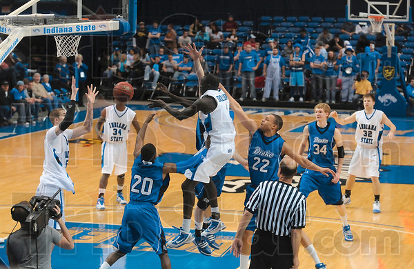 Tribune-Star/Joseph C. Garza<br /> J.C. is open: Indiana State's Koang Dulouny dishes the ball to an open Josh Crawford as Dulouny is covered by a trio of Drake defenders Saturday at Hulman Center.