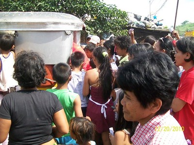Feed the Children  at the Payatas Dump Site, 52 Photos