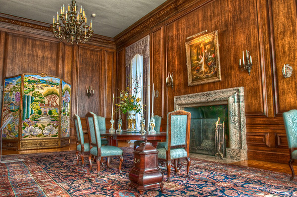 The dining room inside the Filoli mansion.