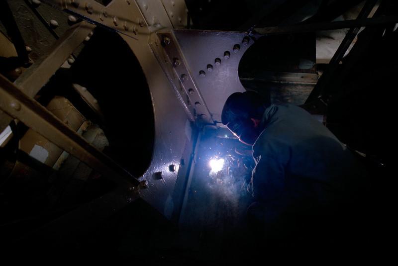 welder at work, eiffel tower
