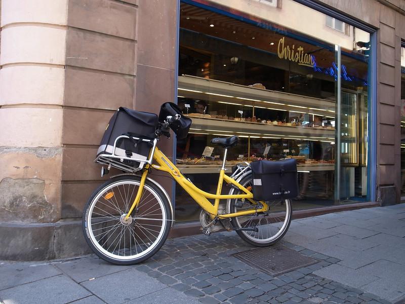 french postal delivery bike, strasbourg