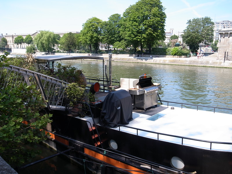 houseboat in paris