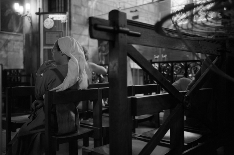 waiting for confession, the notre dame de paris