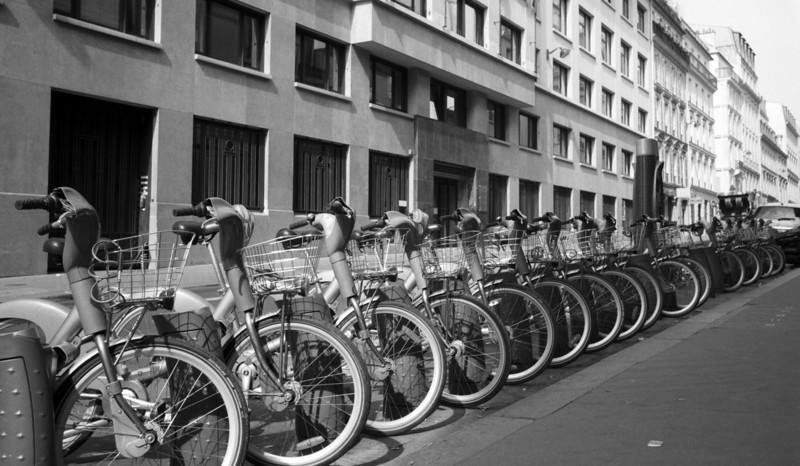 vélib'! automated bike rental system in paris.
