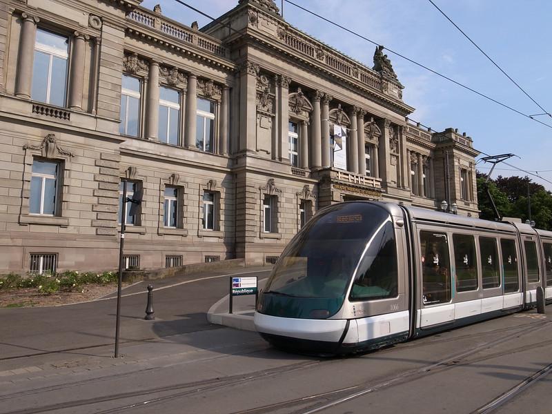 light rail grade crossing, strasbourg