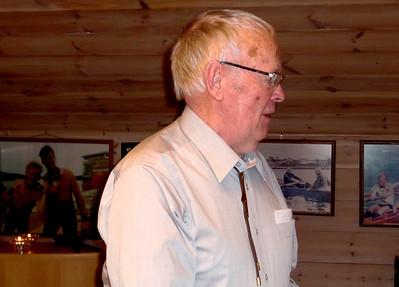 Som vanlig er det Jan Torkildsen som akkompanjer allsangen med sitt munnspill.