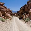 Hoffentlich kommt mir hier keiner entgegen - der Kram geht fuer einen guten Kilometer nur so...auch in Owens Valley auf dem Weg nach Owens Gorge...