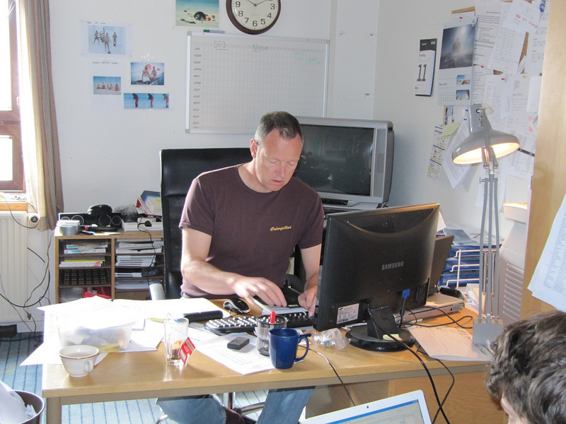 The FOM office- Lars is in control<br /> <br /> Photo: Thomas Blunier