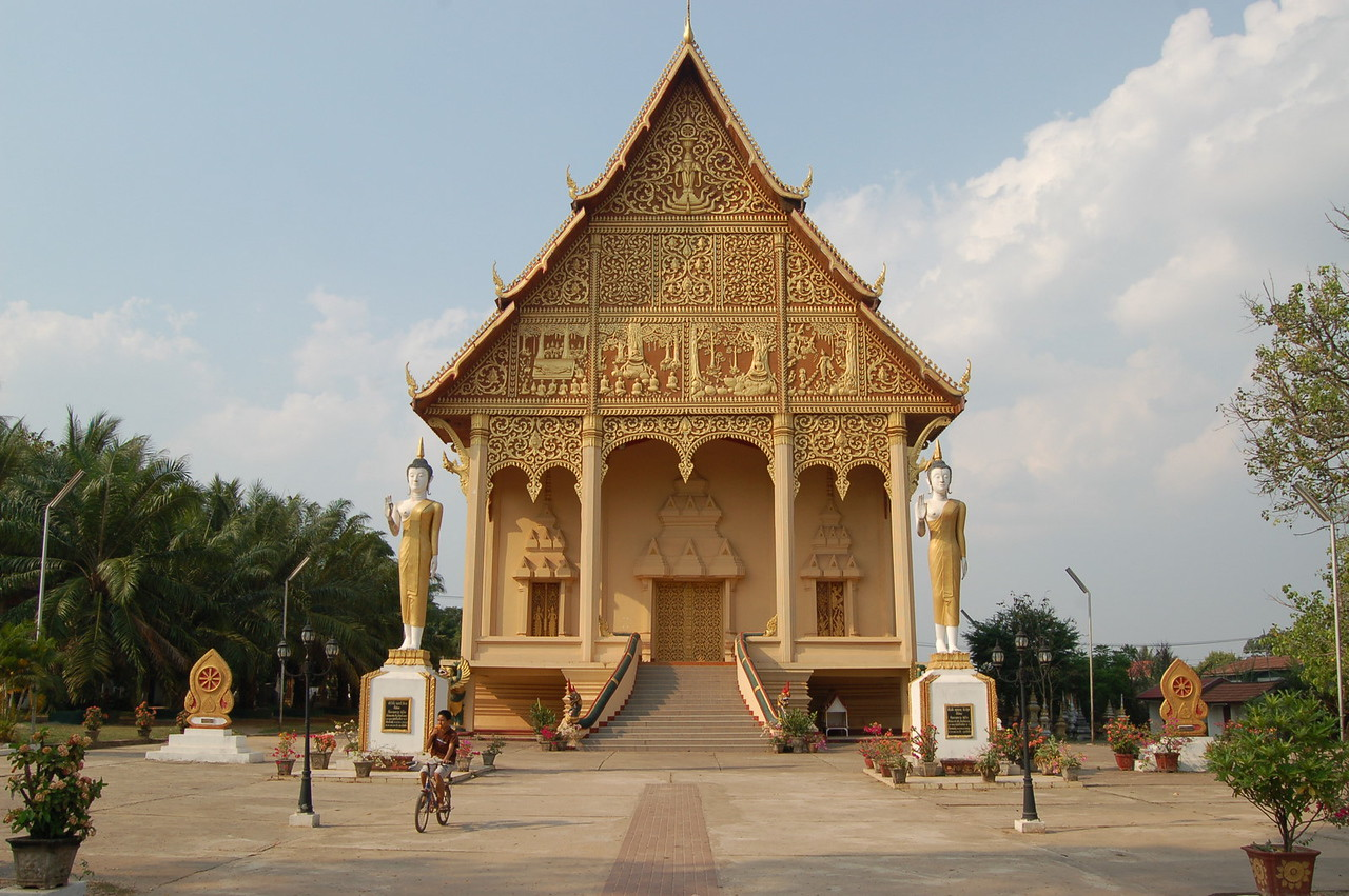 Temple @ Pha That Luang