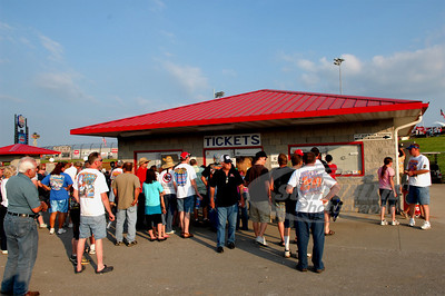 Fans waiting to get in the gate for the 18th Annual Dart Show-Me 100 @ Lucas Oil Speedway