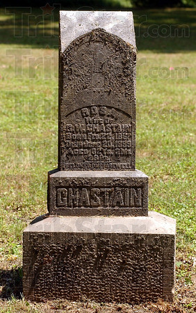 Too soon gone: The Marker of Rosa Chastain reads: Wife of G.W. Chastain, Born Feb.22 1867, Died June 20 1899, Aged 32 Ys.3Ms.29Ds. Beloved One Farewell. The grave is in the cemetery of the Little Flock Pentecostal Trinity Church near Coalmont.