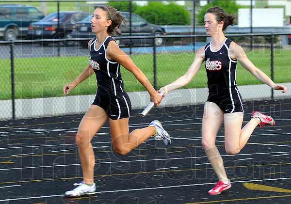 Smoth transition: Kaylee Ellis recieves the baton from leadoff runner Olivia Stockton in the 4x100 race.