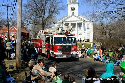 20100321_milford_conn_st_patricks_day_parade_28_orange_fd_ladder_37