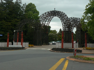 Entry to the GOvenment garden; but everything in this town was sooo empty, almost Armagedon-like.