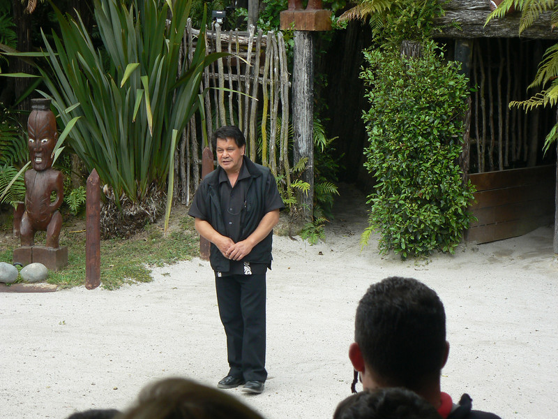 A very Touristic thing to do but we felt it was the only way to get an ideo of the Maori ways.