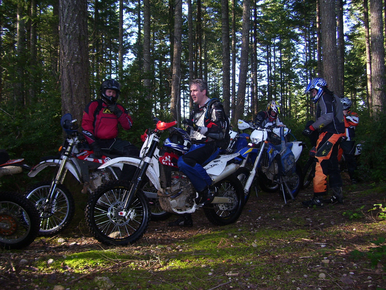 Saturday we rode on the Eastside of the abandoned Elfandahl Pass Rd. Many of the trails were untouched with ice in the puddles. Husaburgs & Husqvarnas out numbered the KTMs...?