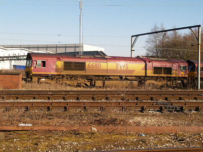 66110 in convoy comimg through Crewe South Yard from Basford Hall.