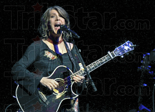 CMA: Twice named the Country Music Association Female Vocalist of the Year, Kathy Mattea entertained a packed Hatfield Hall on the Rose-Hulman Campus Saturday night.