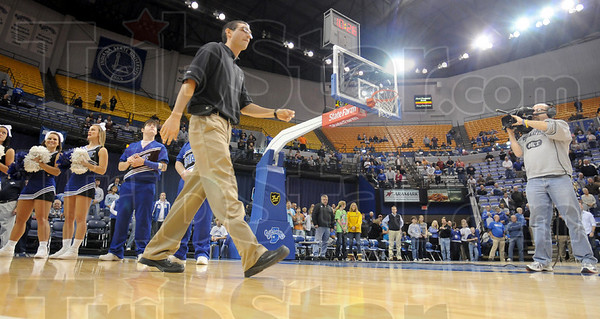 Welcome back: Former Indiana State baskeball great Michael Menser returns to the court at Hulman Center to celebrate the ten year anniversary of playing in the NCAA tournament.