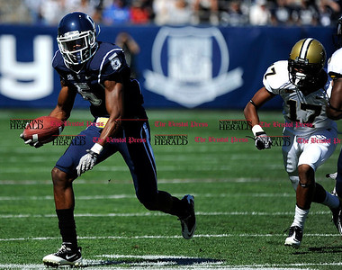 10/2/2010 Mike Orazzi | Staff UConn's Blidi Wreh-Wilson (5) runs a with a Vanderbilt fumble to set up the Huskies' first TD during Saturday's win.