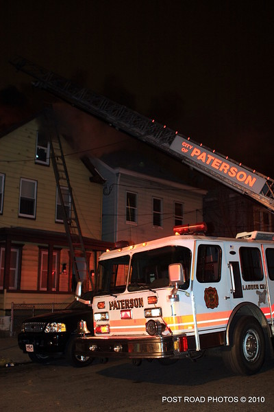 20100311-patterson-new-jersey-house-fire-north-5th-st-near-jefferson-post-road-photos-004