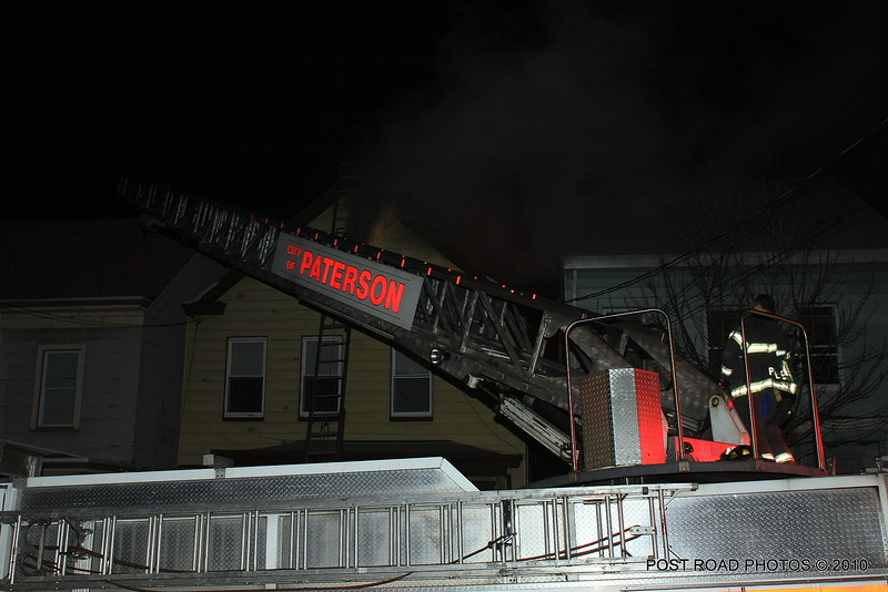 20100311-patterson-new-jersey-house-fire-north-5th-st-near-jefferson-post-road-photos-002