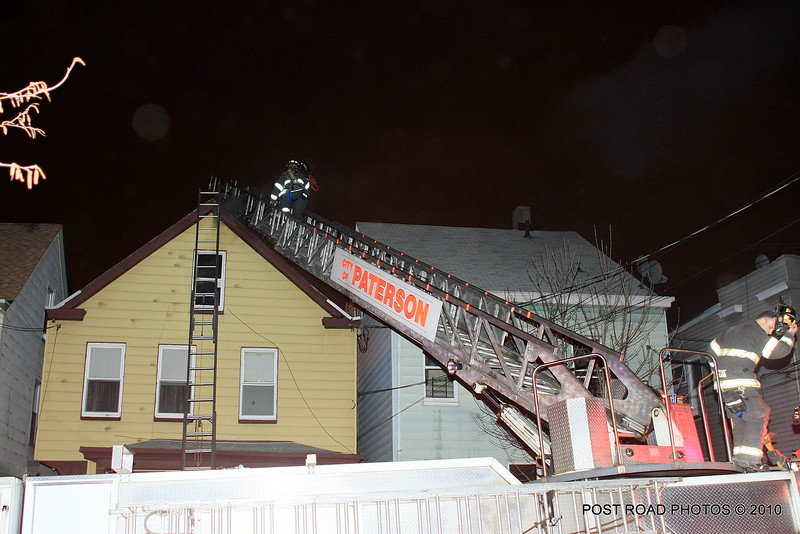20100311-patterson-new-jersey-house-fire-north-5th-st-near-jefferson-post-road-photos-007