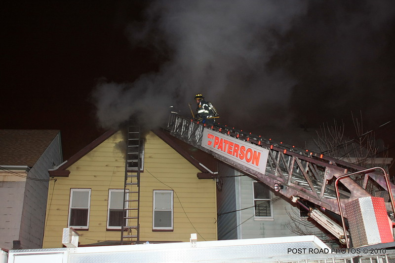 20100311-patterson-new-jersey-house-fire-north-5th-st-near-jefferson-post-road-photos-012