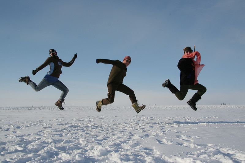 Three jumping people<br /> <br /> Photo: Marie Kjaergaard