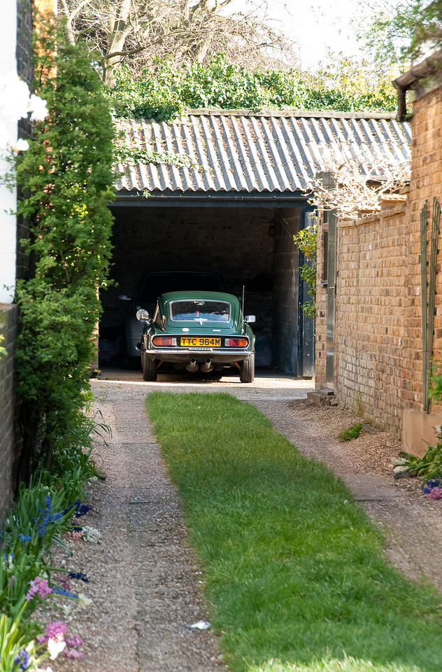 TR6 in a perfect English driveway in Kew