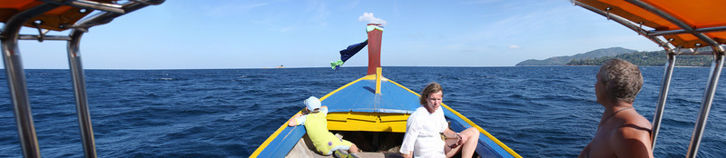 Our longtail approaches Koh Weo, a prime diving spot and our main destination for the day.