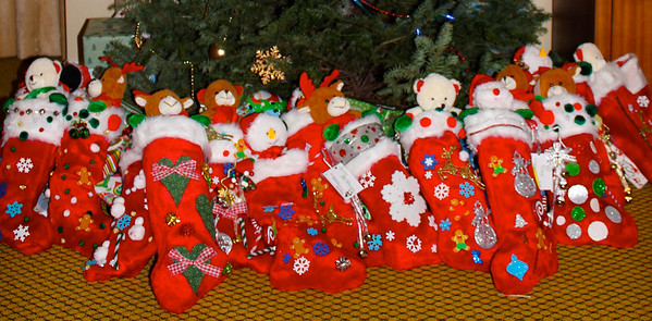 Thank you to the voulunteers from Conifer Securities for decoration and filling the beautiful stockings!