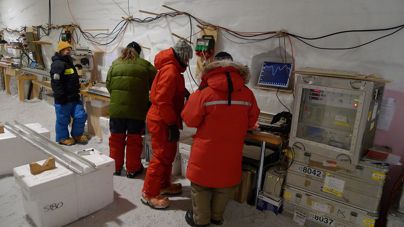 Ice core processing<br /> <br /> Photo: Sepp Kipfstuhl