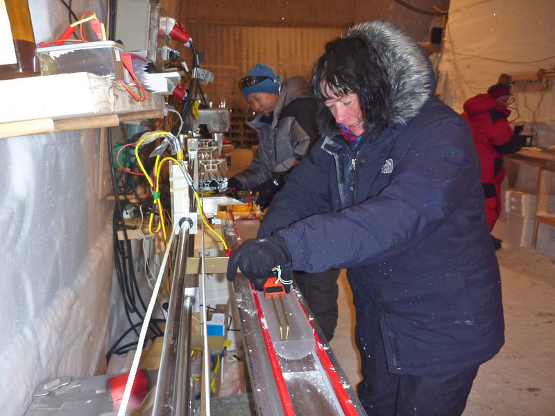 Electrical conductivity measurements can provide information on the layering in the ice as well as show significant volcanic eruptions<br /> <br /> Photo: Kenji Kawamura