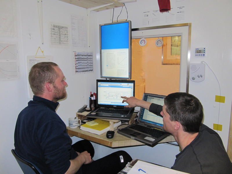 Monitoring the CFA<br /> <br /> Photo: Thomas Blunier