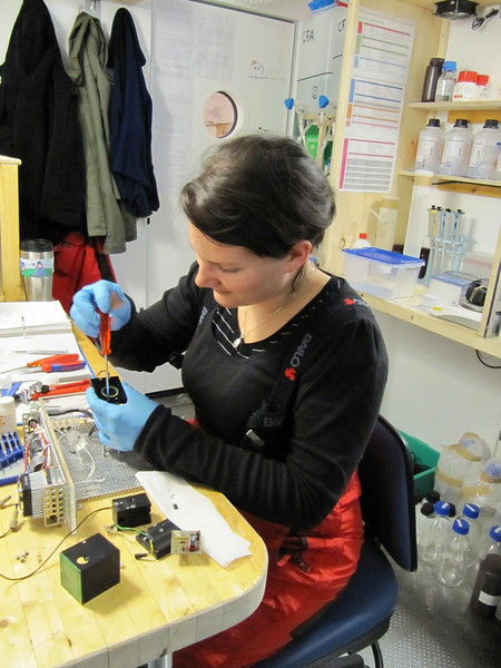 Preparing reagents for the CFA system<br /> <br /> Photo: Thomas Blunier