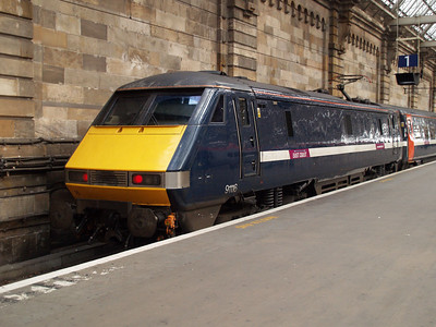 91116 sits on the blocks at Glasgow Central.