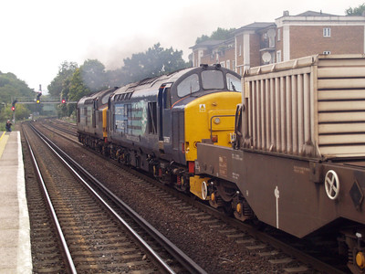 37259_37667 passes Kensington Olympia on 6m95 Dungeness-Brent/Crewe