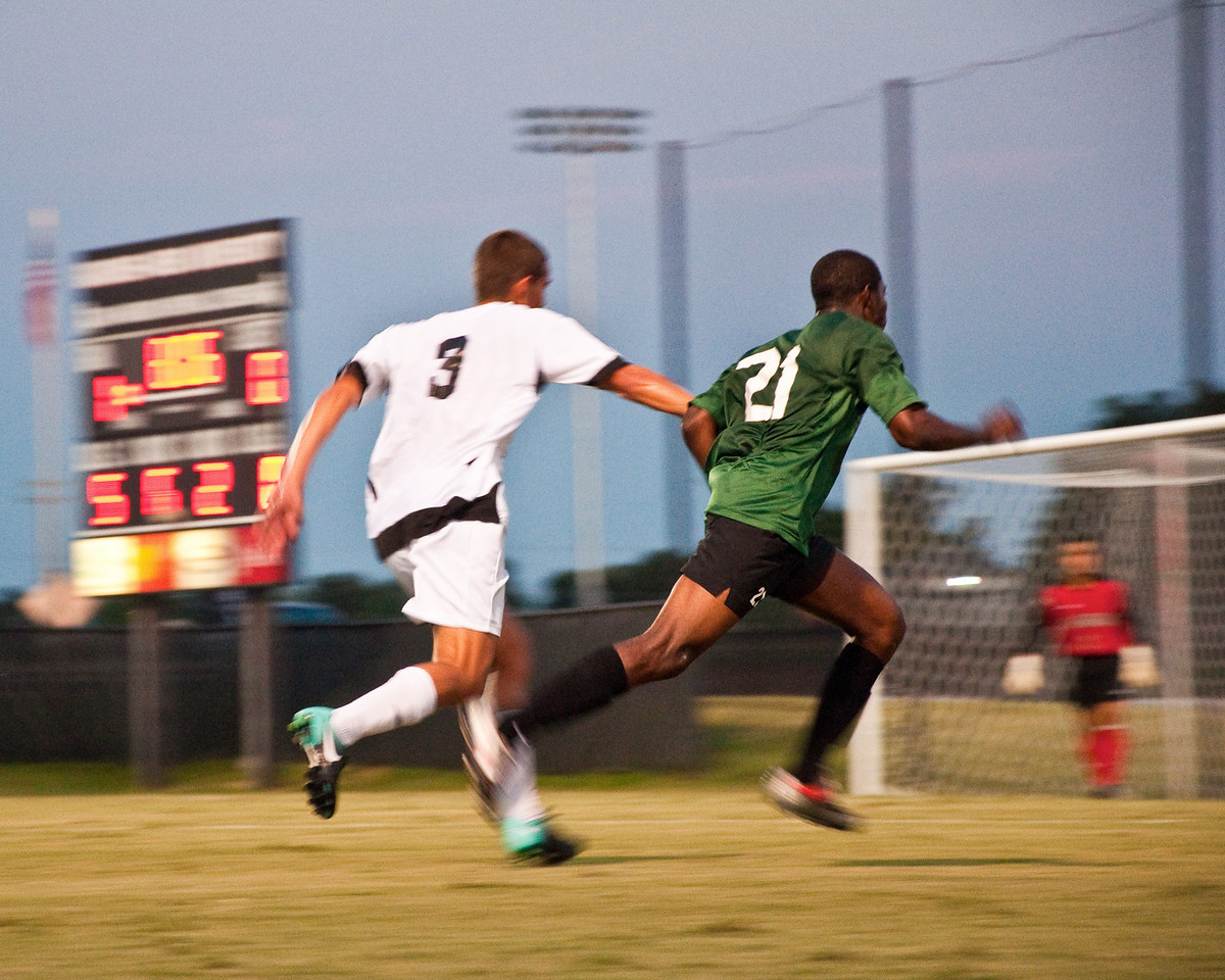 GWU defender Ian Hartfield (3) cuts off an attack by USC-Upstate.