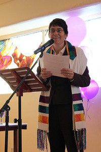 Rabbi Rachel begins the ceremony (photo by Jordan Fifer)