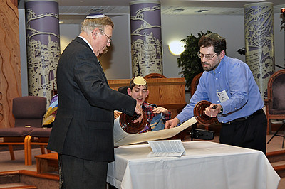 Jonah Gilman reads from the new Torah scroll (photo by Sam Backman)