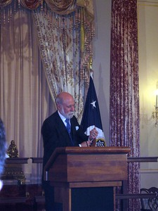 "Vint Cerf shows his cufflinks, ""CTRL"" and ""ESC"""