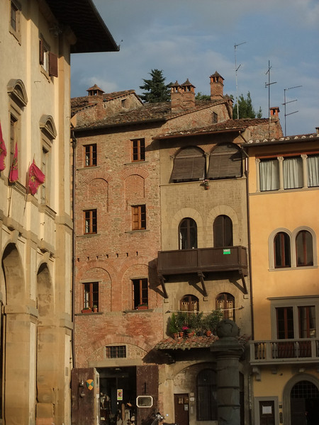 Arezzo: the eastern corner of Piazza Grande.