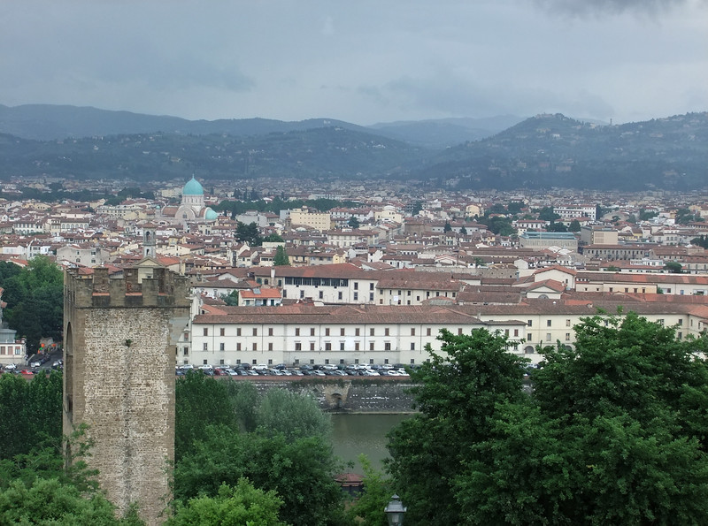 The tower of Porta di San Niccolò (foreground) as seen from Piazzale Michelangelo .