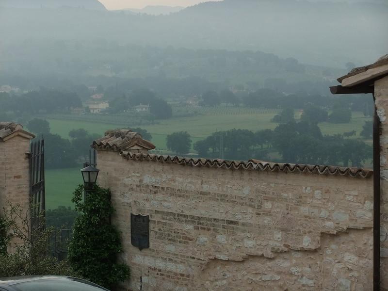 From upper Spello, off Piazza Vallegloria, looking eastward.